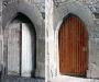 Porte en arc avant/après restauration (façade ouest)